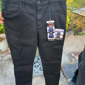 NWT MID RISE BLACK JEANS